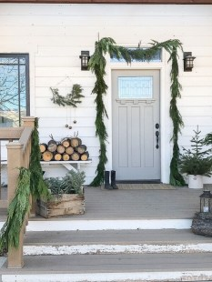 Comfy Christmas Front Porch Decor Ideas To Looks More Elegant 41