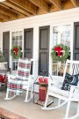 Comfy Christmas Front Porch Decor Ideas To Looks More Elegant 48