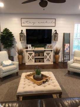 Comfy Farmhouse Living Room Decor Ideas To Try This Year 35