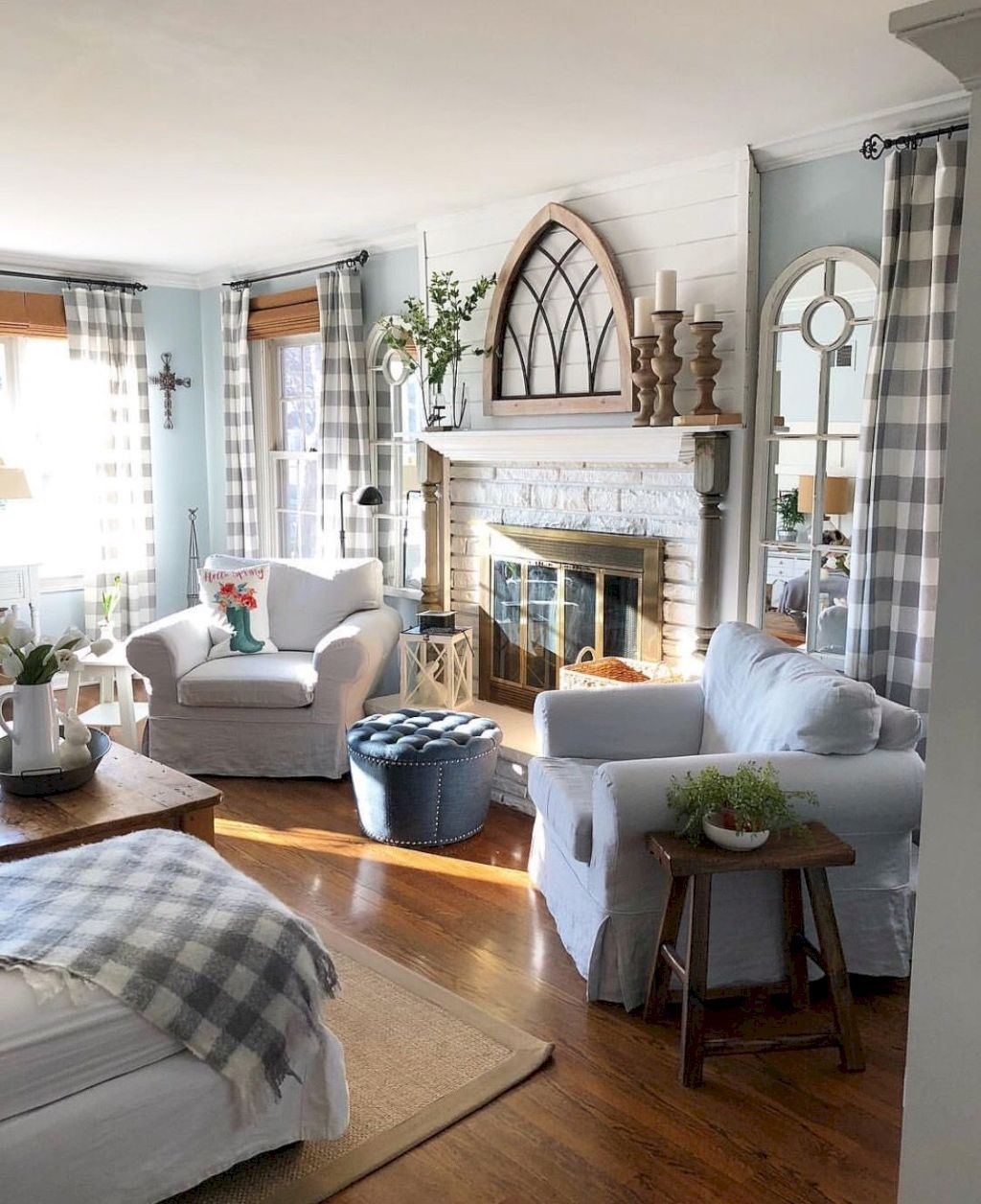 Comfy Farmhouse Living Room Decor Ideas To Try This Year 40