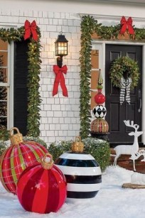 Cozy Outdoor Christmas Decor Ideas To Have Asap 22