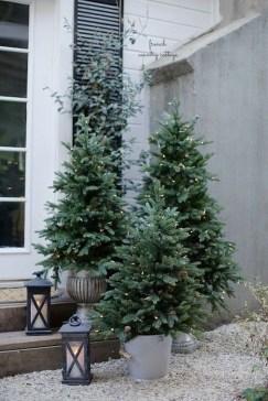Cozy Outdoor Christmas Decor Ideas To Have Asap 35