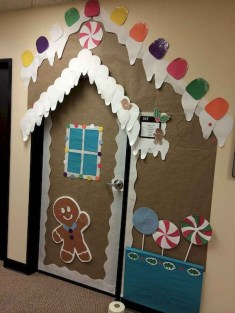 Inspiring Diy Christmas Door Decorations Ideas For Home And School 22