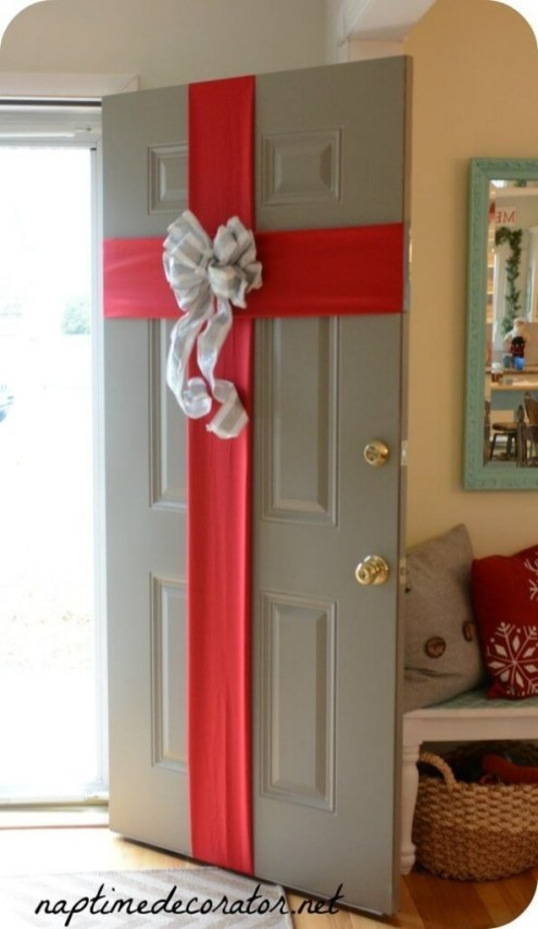 Inspiring Diy Christmas Door Decorations Ideas For Home And School 39