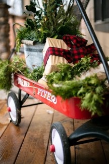 Magnificient Christmas Front Porch Decor Ideas To Try Asap 03