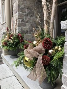 Magnificient Christmas Front Porch Decor Ideas To Try Asap 20