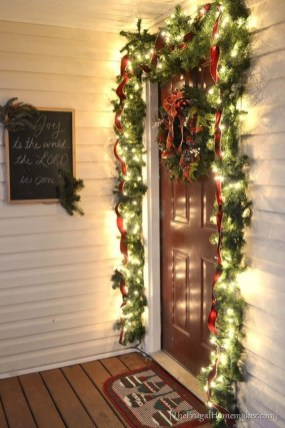 Magnificient Christmas Front Porch Decor Ideas To Try Asap 26