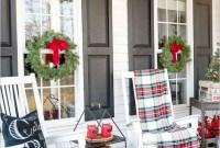 Magnificient Christmas Front Porch Decor Ideas To Try Asap 31