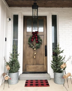 Magnificient Christmas Front Porch Decor Ideas To Try Asap 33