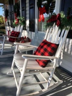 Magnificient Christmas Front Porch Decor Ideas To Try Asap 38