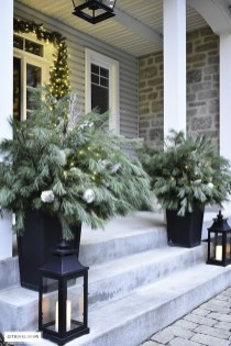 Magnificient Christmas Front Porch Decor Ideas To Try Asap 40