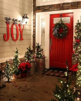 Magnificient Christmas Front Porch Decor Ideas To Try Asap 44