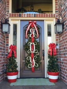 Magnificient Christmas Front Porch Decor Ideas To Try Asap 47