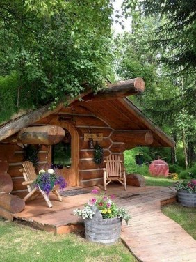 Affordable Small Log Cabin Ideas With Awesome Decoration 07