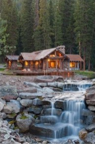 Affordable Small Log Cabin Ideas With Awesome Decoration 11
