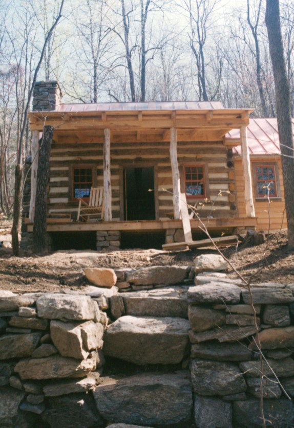 Affordable Small Log Cabin Ideas With Awesome Decoration 37