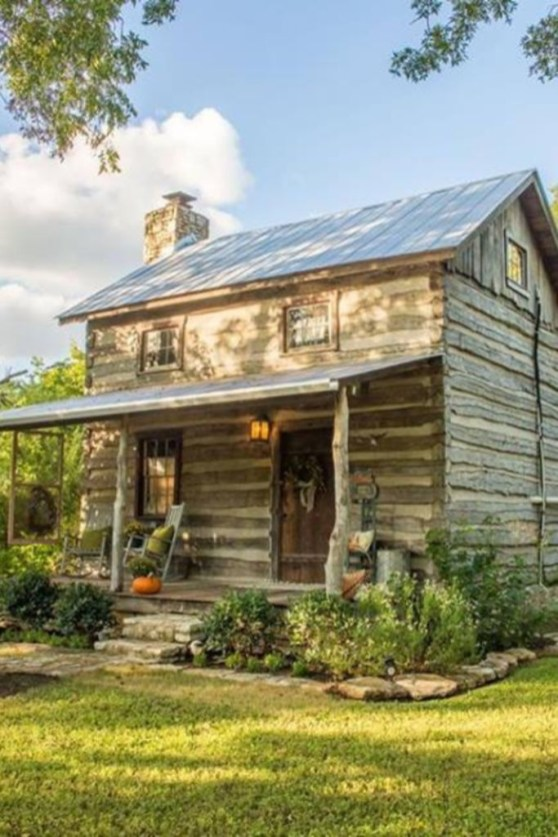 Affordable Small Log Cabin Ideas With Awesome Decoration 38