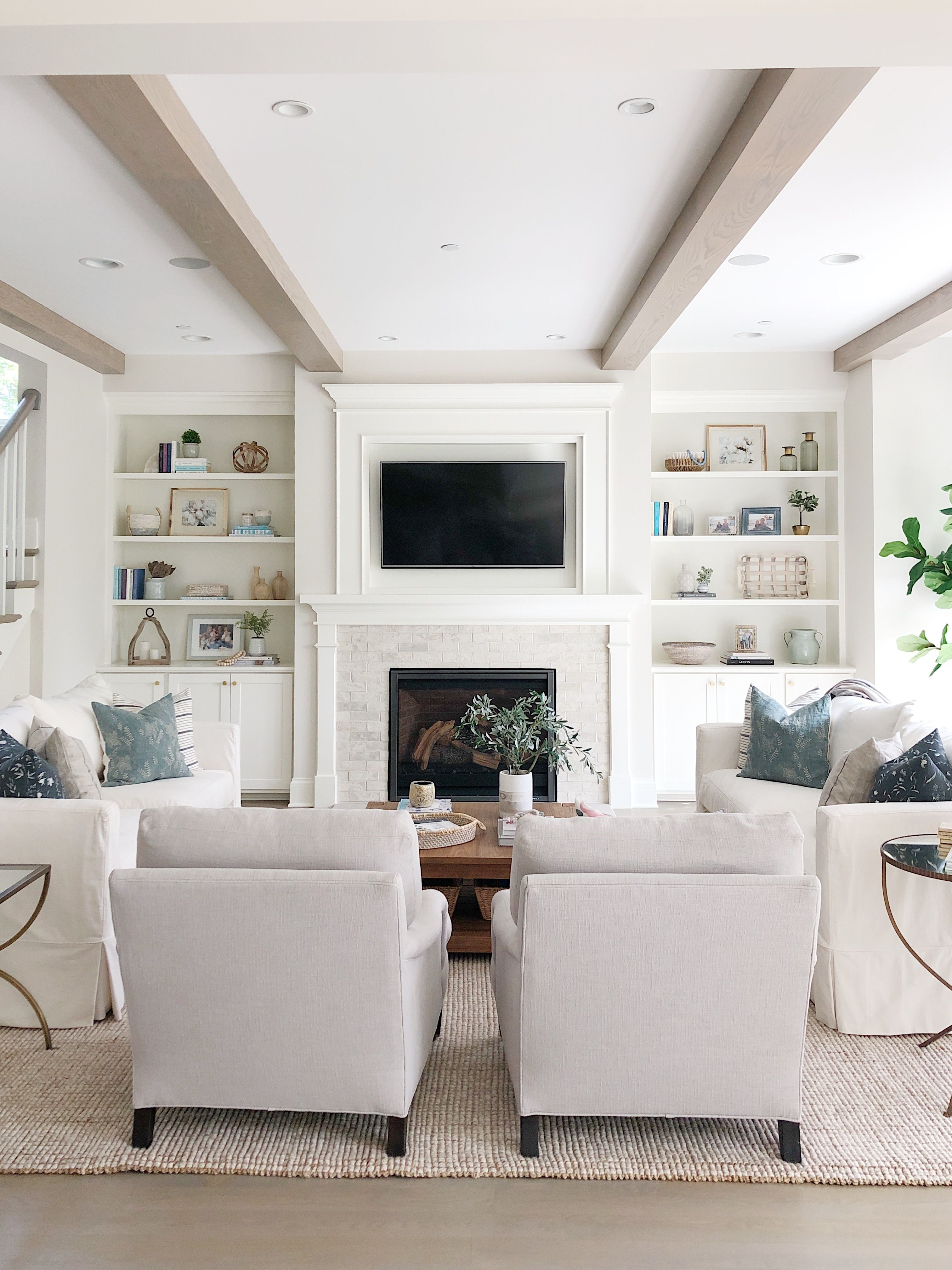 Attractive Family Room Designs Ideas That Will Inspire You 36