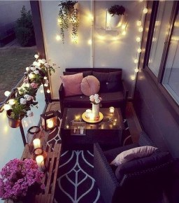 Comfy Apartment Balcony Decorating Ideas That Looks Awesome 03
