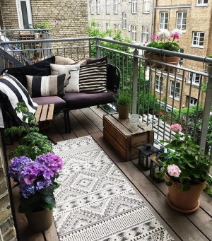 Comfy Apartment Balcony Decorating Ideas That Looks Awesome 06