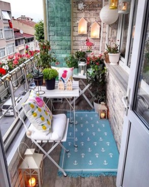 Comfy Apartment Balcony Decorating Ideas That Looks Awesome 33