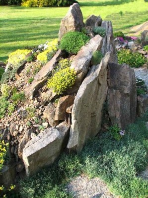 Delicate Garden Landscaping Design Ideas Using Rocks Stone To Try 07