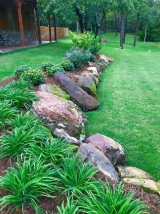 Delicate Garden Landscaping Design Ideas Using Rocks Stone To Try 34
