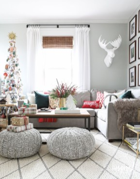 Excellent Living Room Decoration Ideas For Winter Season That Look More Cool 37