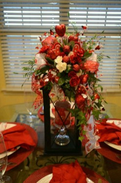 Lovely Valentines Day Table Centerpieces Ideas To Try Asap 14