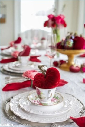 Lovely Valentines Day Table Centerpieces Ideas To Try Asap 26
