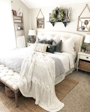 Pretty Farmhouse Master Bedroom Ideas To Try Asap 33