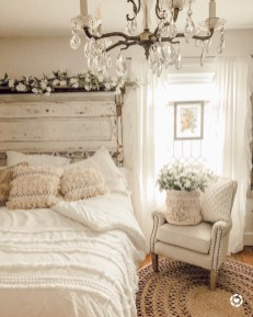 Pretty Farmhouse Master Bedroom Ideas To Try Asap 38
