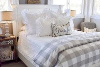 Wonderful Farmhouse Bedroom Decorating Ideas That You Need To Try 16