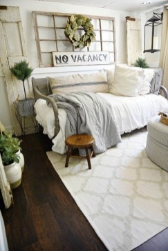 Wonderful Farmhouse Bedroom Decorating Ideas That You Need To Try 35