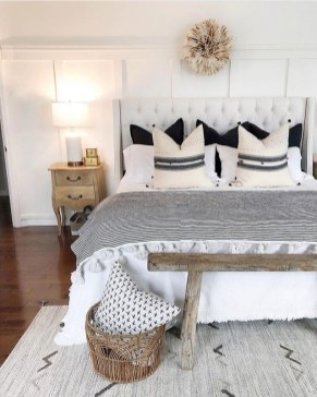 Wonderful Farmhouse Bedroom Decorating Ideas That You Need To Try 36