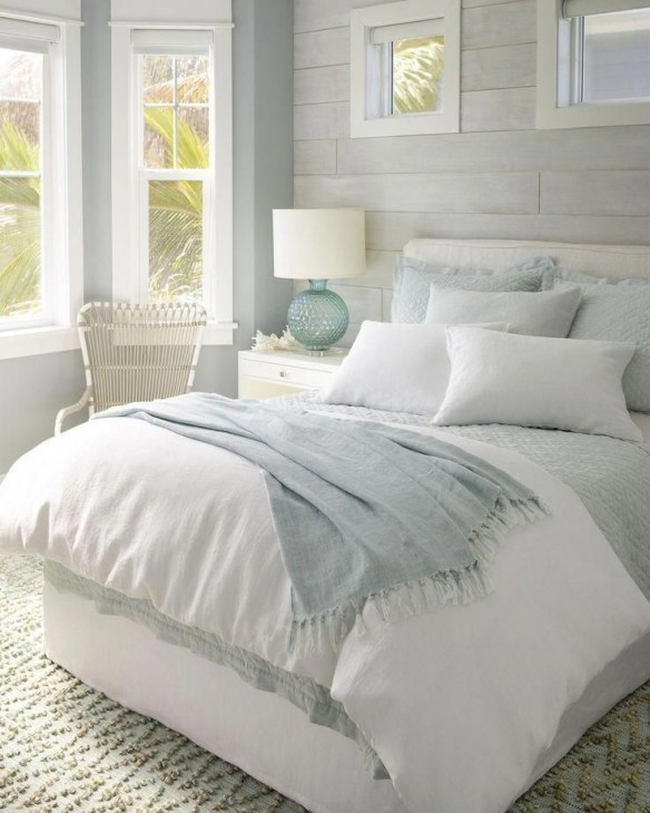 Wonderful Farmhouse Bedroom Decorating Ideas That You Need To Try 40
