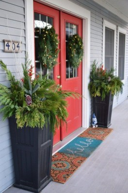 Brilliant Tropical Winter Decor Ideas That Bring Your Home Into Holiday Feel 25