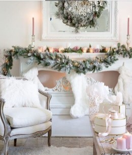 Brilliant Tropical Winter Decor Ideas That Bring Your Home Into Holiday Feel 32