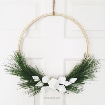 Gorgeous Scandinavian Winter Wreaths Ideas With Natural Spirit 08