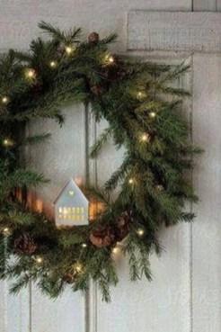 Gorgeous Scandinavian Winter Wreaths Ideas With Natural Spirit 09