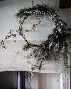 Gorgeous Scandinavian Winter Wreaths Ideas With Natural Spirit 12