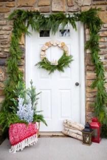 Gorgeous Scandinavian Winter Wreaths Ideas With Natural Spirit 13