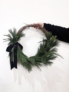 Gorgeous Scandinavian Winter Wreaths Ideas With Natural Spirit 14