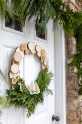 Gorgeous Scandinavian Winter Wreaths Ideas With Natural Spirit 26