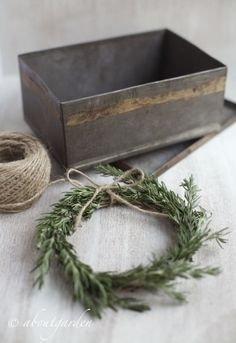 Gorgeous Scandinavian Winter Wreaths Ideas With Natural Spirit 43