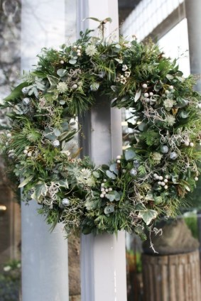 Gorgeous Scandinavian Winter Wreaths Ideas With Natural Spirit 44