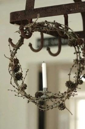 Gorgeous Scandinavian Winter Wreaths Ideas With Natural Spirit 45