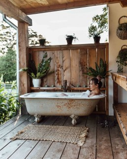 Sophisticated Outdoor Bathroom Design Ideas That Feel Like A Vacation 02