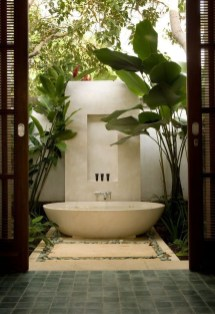 Sophisticated Outdoor Bathroom Design Ideas That Feel Like A Vacation 20