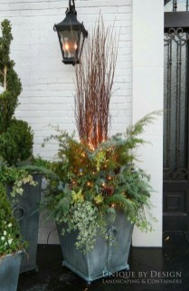 Superb Outdoor Winter Decor Ideas That Refresh Your Feel 03